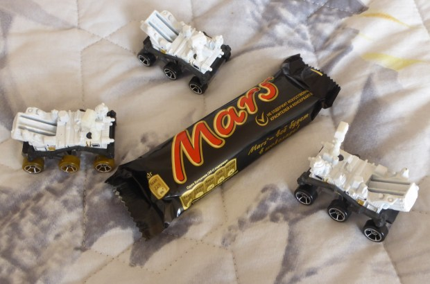Mars Curiosity Rovers home in on a Mars Bar