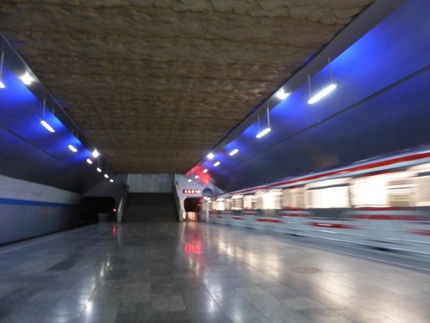 metro platform, converging lines