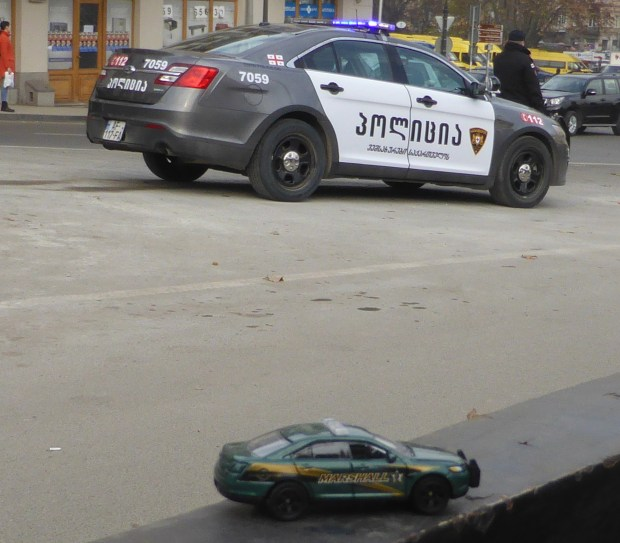 Ford Police Interceptor : real and toy